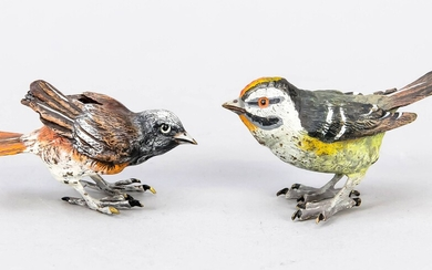Viennese bronzes of the 20th century, two finches, massive, polychrome painted bronzes, one with the vase cancel Bergmanns and bez. ''Austria'', to L. 7,5 cm