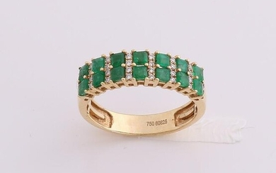 Yellow gold ring, 750/000, with emerald and