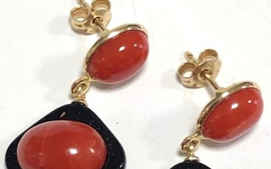 14 kt. Yellow gold - Earrings black onyx Sardinian coral red