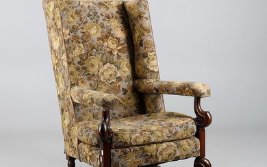 A 17TH CENTURY STYLE OAK WINGBACK ARMCHAIR.