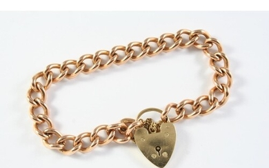 A 9CT GOLD CURB LINK BRACELET with 9ct gold padlock clasp, e...