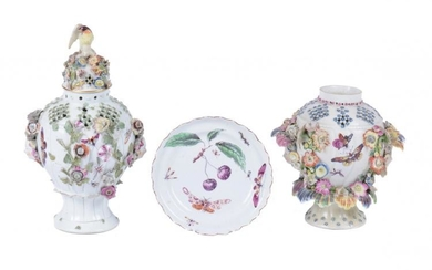 A Derby frill vase and cover