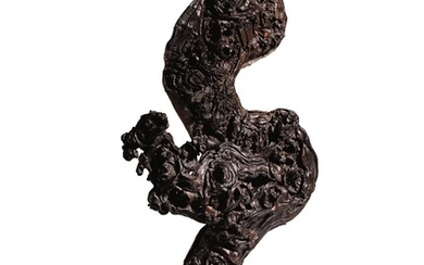 A ROOTWOOD SCULPTURE QING DYNASTY, 18TH CENTURY
