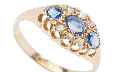 AN ANTIQUE DIAMOND AND SAPPHIRE DRESS RING
