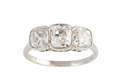 AN EARLY 20TH CENTURY THREE STONE RING, the old cushion cut ...
