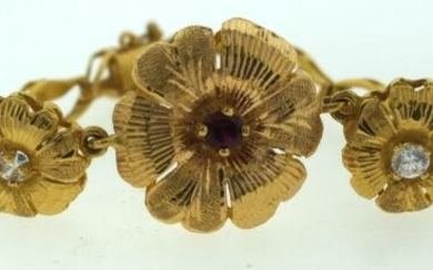 BEAUTIFUL 22K YELLOW GOLD C.1950 FLOWER SYNTHETIC