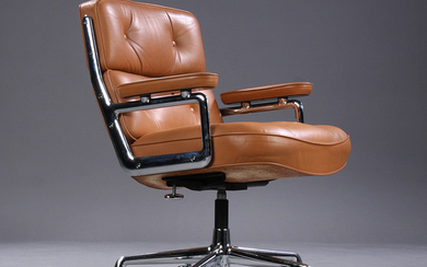 Charles Eames. Vintage office chair. Time Life Lobby Chair, cognac-coloured leather