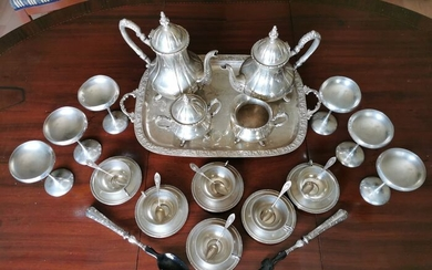 Coffee and tea service (31) - .800 silver - Spain - Second half 19th century