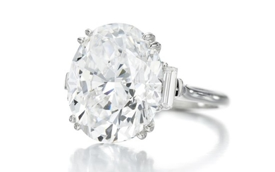 FINE DIAMOND RING