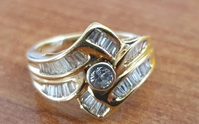 Gold & Diamond Ring; 18ct Yellow Gold Ring Set with 0.2ct Ro...