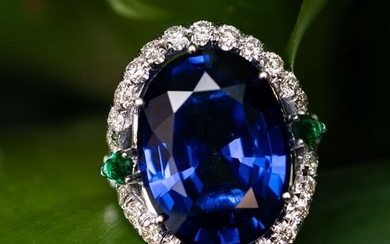 Large Sapphire Diamond Ring - 14 kt. White gold - Ring - 26.00 ct Sapphire - 1.40ct Diamonds D VS & 0.30ct Emerald