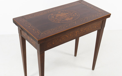 Mahogany game table with lemongrass marquetry, second half of the 19th Century.