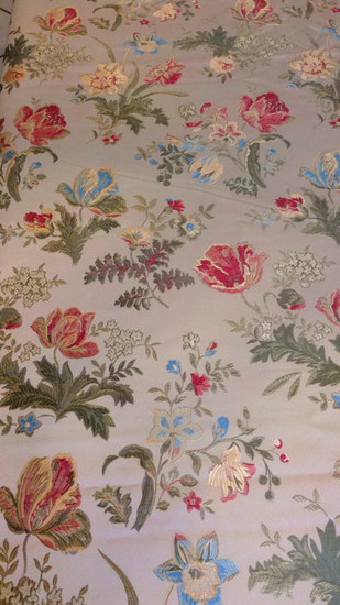 Mt. 2.36 x 2.96 m. Elegant San Leucio damask fabric - pale gold color with multicolored floral decorations finished with golden thread. - mid 20th century