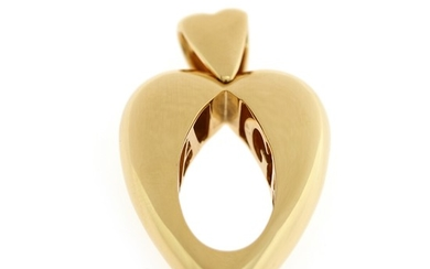Piaget: A pendant of 18k gold in the shape of a heart. W. 29 mm. H. 48 mm. Signed Piaget 1996.