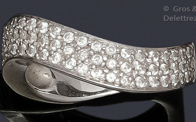 """Ring """" Mouvementée """" in white gold, adorned with a pavé of brilliant-cut diamonds. Tour of doigt : 50. P. Brut : 5.6 g."""