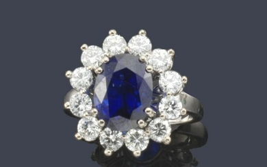 Ring with oval sapphire approx. 4.72 ct with diamond