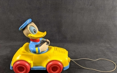 Vintage Donald Duck Pull Car Toy 1973