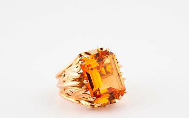 Yellow gold ring (750), the raised bezel openworked centered with a synthetic orange sapphire cut in degrees in claw setting.