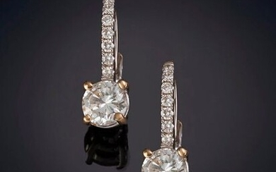 0.50 CT DIAMOND EARRINGS. APPROX. EACH EXTRA QUALITY FOR ITS COLOR AND PURITY, hanging from a fine line of diamonds. Frame of 18k white gold. Output: 1.500,00 Euros. (249.579 Ptas.)