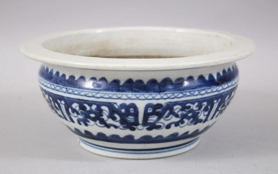 A 19TH CENTURY CHINESE BLUE & WHITE PORCELAIN