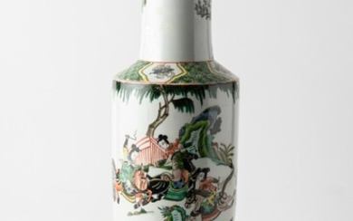 A CHINESE FAMILLE ROSE VASE, 45 CM HIGH, LEONARD JOEL LOCAL DELIVERY SIZE: SMALL