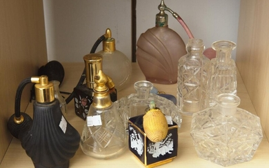 A COLLECTION OF VINTAGE SCENT BOTTLES (A/F)
