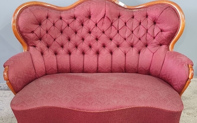 A MAHOGANY QUEEN ANNE STYLE SALON SOFA