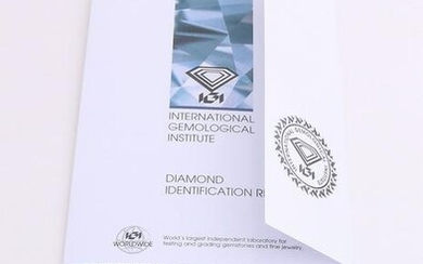 A brilliant cut diamond, 0.35 ct F / VS2. Equipped with
