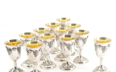 A set of 12 silver, 900 standard, goblets forged with grapevines and clusters of grapes, gilt interior. Marked. H. 15 cm. (12)