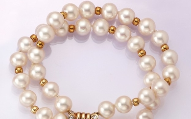 Bracelet with cultured pearls and diamonds ,creamcoloured...