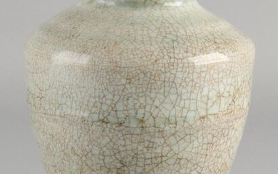 Chinese porcelain celadon vase with gray-green crackle glaze. Dimensions: H 15 cm. In good condition.