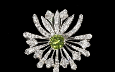 FLOWER STARBURST FORM DIAMOND AND PERIDOT BROOCH/PENDANT IN PLATINUM