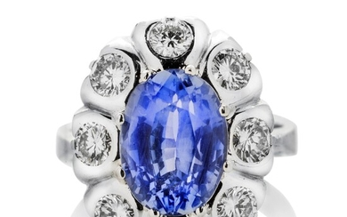 Ring in white gold, diamonds and sapphire
