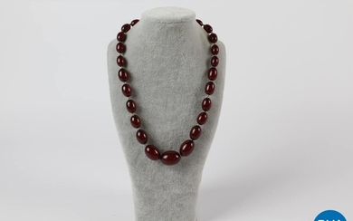 Vintage Rolled Gold Graduated Oval Deep Cherry BAKELITE Bead NECKLACE (38g).