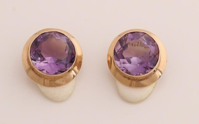 Yellow gold ear clips, 585/000, with amethyst. Round