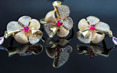 18 kt. Gold, White gold, Yellow gold - Earrings, Ring Ruby - Diamonds, Sapphires