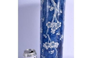 A LARGE 19TH CENTURY CHINESE BLUE AND WHITE PORCELAIN VASE b...