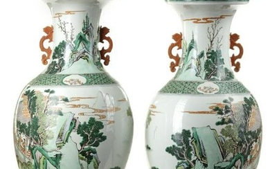 A PAIR OF CHINESE FAMILLE VERTE VASES, CHINA,19TH-20TH