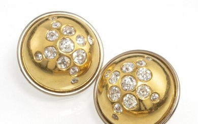 A PAIR OF DIAMOND EAR CLIPS, 750 yellow and white gold. 22 old-cut diamonds, tog.c. 2 ct. Total weight c. 21 g. D. 2.2 cm.