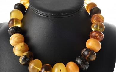 A STRAND OF MULTICOLOURED LARGE AMBER BEADS TO A STERLING SILVER T-BAR CLASP, HALLMARKED LONDON 1903, LENGTH 48CM