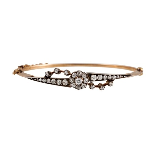 AN ANTIQUE DIAMOND SET BANGLE, set with an old cut diamond c...