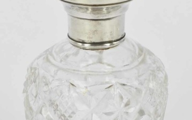 AN EARLY 20th CENTURY PERFUME BOTTLE