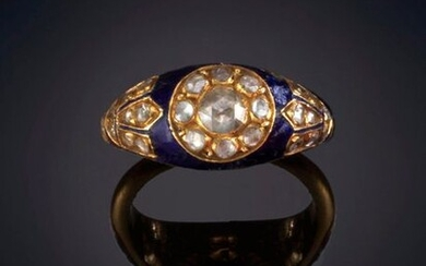 ANCIENT ENAMEL RING DECORATED WITH ROSE-CUT DIAMONDS IN THE SHAPE OF A ROSETTE. Frame in 18k white gold. Price: 200,00 Euros. (33.277 Ptas.)