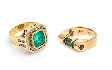 COLLECTION OF YELLOW GOLD AND EMERALD RINGS