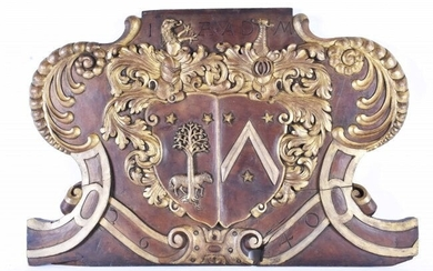 CONTINENTAL PARCEL GILT CARVED WOOD ARMORIAL PLAQUE