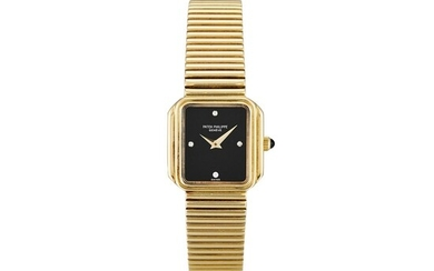 PATEK PHILIPPE | A YELLOW GOLD AND DIAMOND-SET BRACELET WATCH WITH ONYX HARDSTONE DIAL, MADE IN 1980
