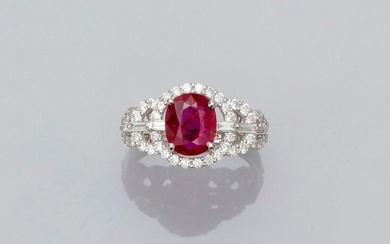 "Ring in white gold, 750 MM, set with an oval ruby weighing 2.13 carats certified ""without thermal modification"" by the GGT laboratory, supported by baguette-cut diamonds in a festoon of brilliants, size: 54, weight: 4.13gr. rough."