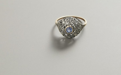 Ring in yellow gold and silver with sapphires...