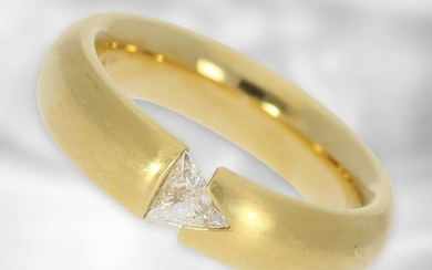 Ring: solid and modern diamond/solitaire choker ring, triangle diamond of 0,23ct, 18K yellow gold