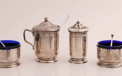 Silver menage set, 830/000, with 2 round spice trays with silver holders and blue glass inlay trays, ø 5cm, a cylindrical spreader, ø3.5x7cm, and a mustard jar with blue glass insert. 6.5x5x8cm. The silver is decorated with a hammer-blow finish and a...